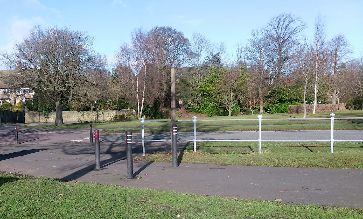 Photo of the bollards at the North West corner of Little Moor.
